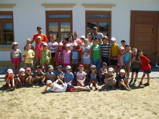cf0d4b47e1423 CK Bombovo Nitra je tu pre Vás už 18 rokov. Aj tento rok Vám prináša  množstvo táborov plných zábavy a smiechu, medzi nimi aj denné tábory v  Nitre v ...